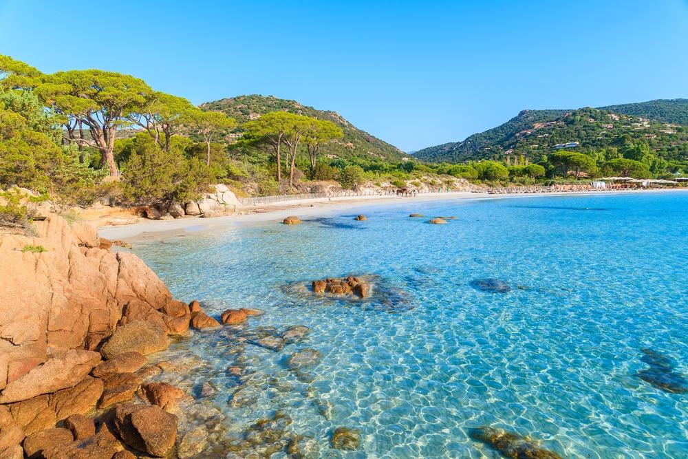 Nager dans son eau turquoise - Visiter plage Palombaggia