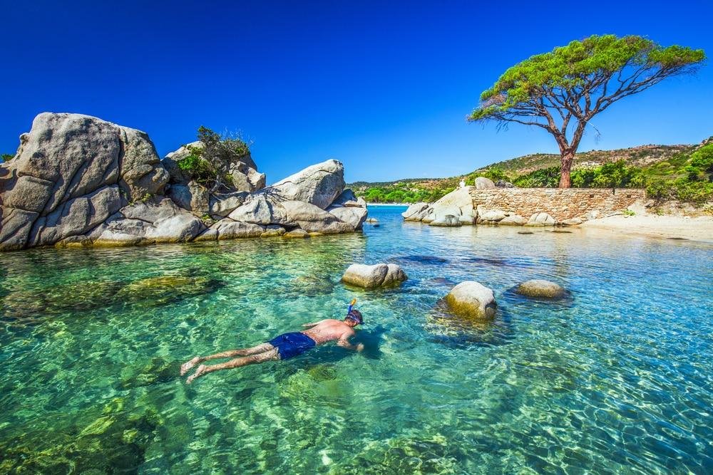 Faire du snorkeling ou de la plongée