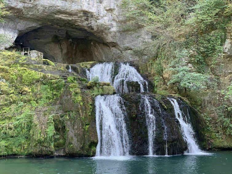 La Source du Lison et la Grotte Sarrazine
