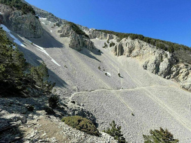 Le sommet du Ventoux depuis le Mont Serein