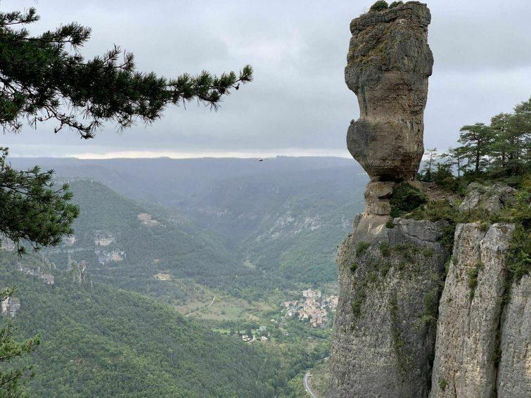Les falaises de la Jonte et les arcs de Saint Pierre