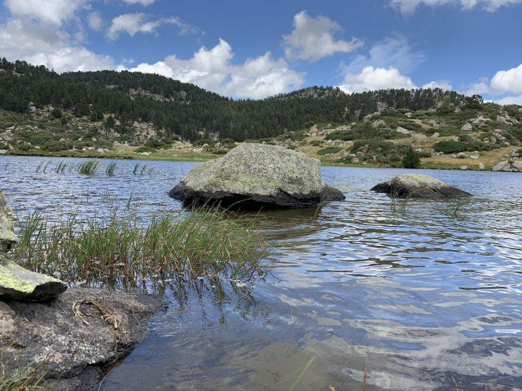 L'étang de la Pradeilles par le GR10