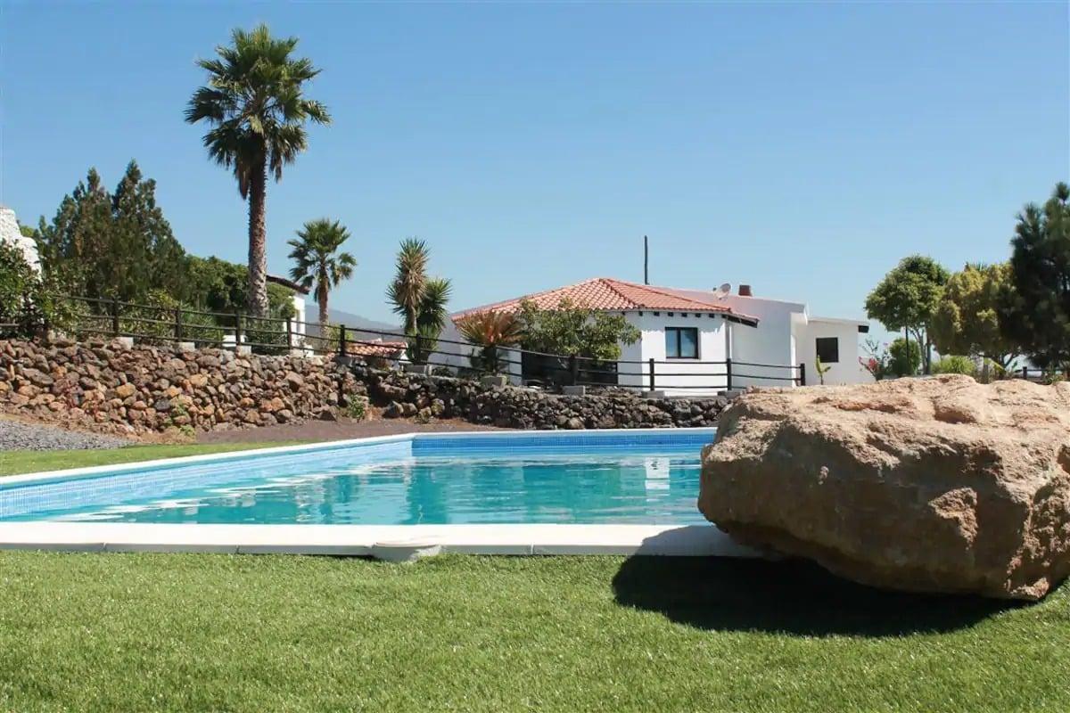 Finca typique avec vue et piscine chauffée