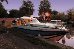 Le Canal du Midi avec un bateau sans permis