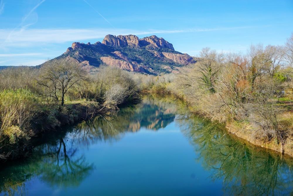 Le rocher de Roquebrune - visiter Calanques de l'Estérel
