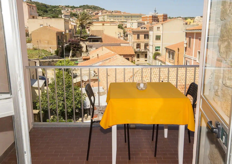 Petit appartement fonctionnel à La Maddalena