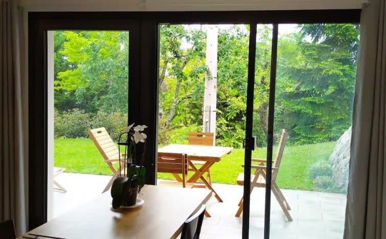 Appartement dans parc arborée, piscine, Airbnb à Auch