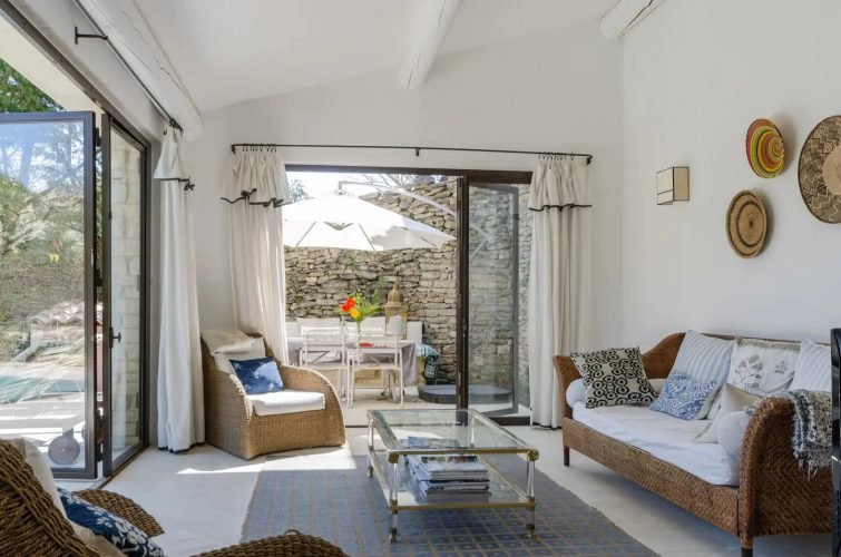 Stunning 17th Century house/private pool/ Gordes.