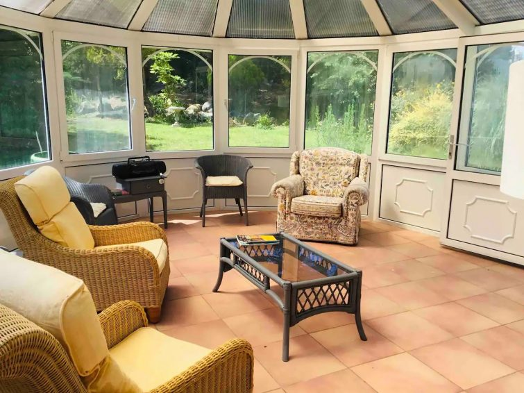 Airbnb Guernesey Beautiful Private House and Gardens with Pool