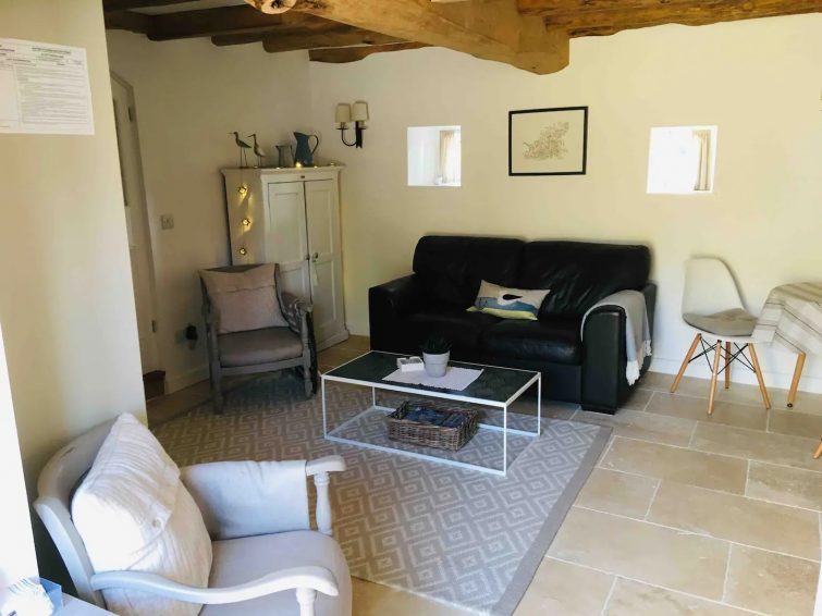 Beautifully Restored Barn...Le Petite Mouillage Airbnb Guernesey