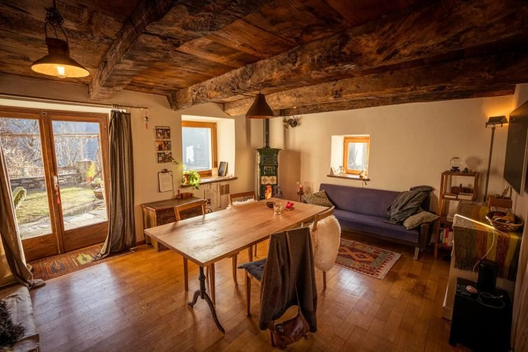 Airbnb au Lac Majeur Medieval retreat home in fairytale mountain town