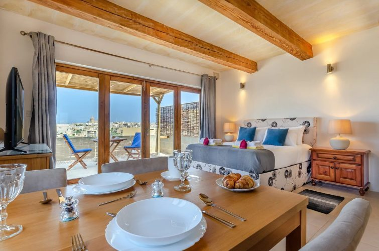 Gozo PH w/private Rooftop Jacuzzi, Terrace + Views AIrbnb à Malte