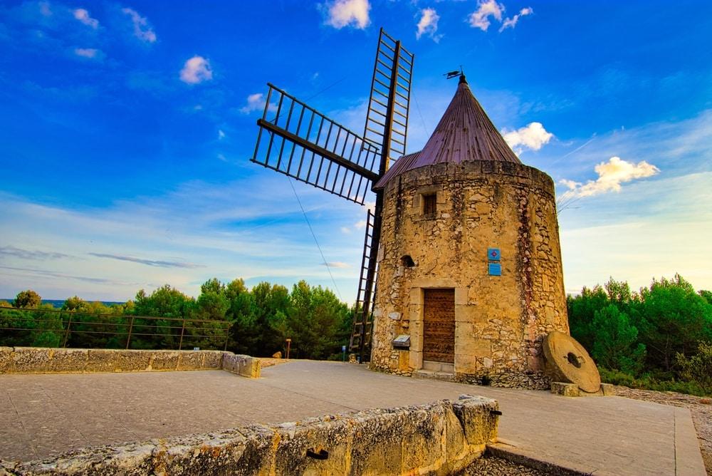 Visiter Arles : moulin de Daudet