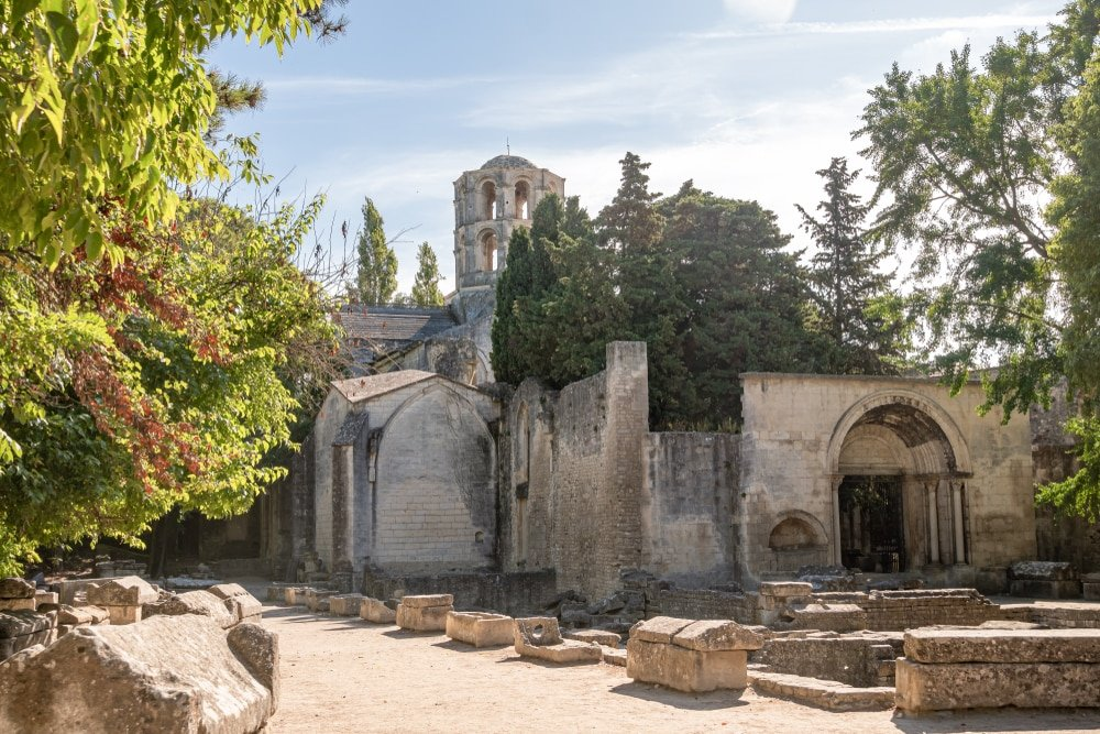 Visiter Arles : Les Alyscamps