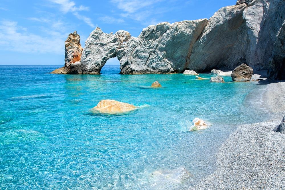 Visiter Skiathos : Les grottes marines