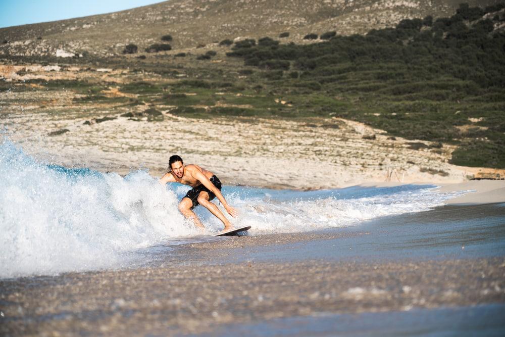 Le skimboard - sports nautiques