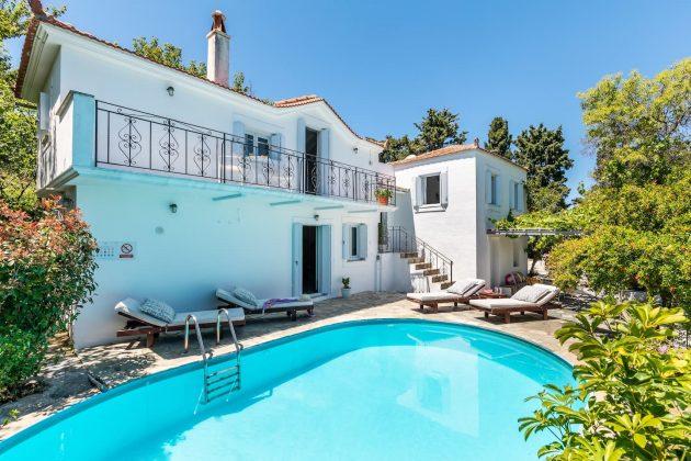Superbe villa authentique surplombant la mer
