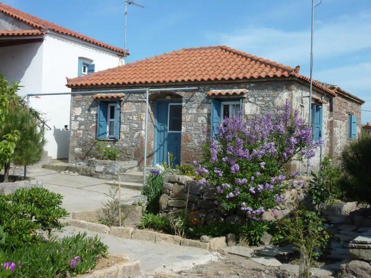 Charming Stone House close to beach