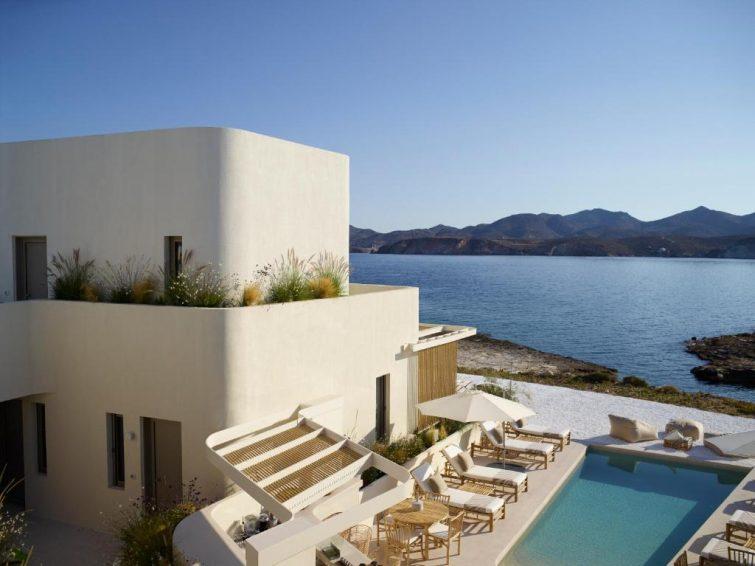 white pebble suites